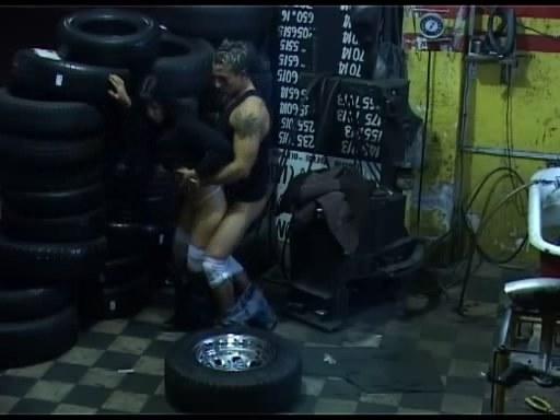 Soul stirring fuck in undress dirty garage