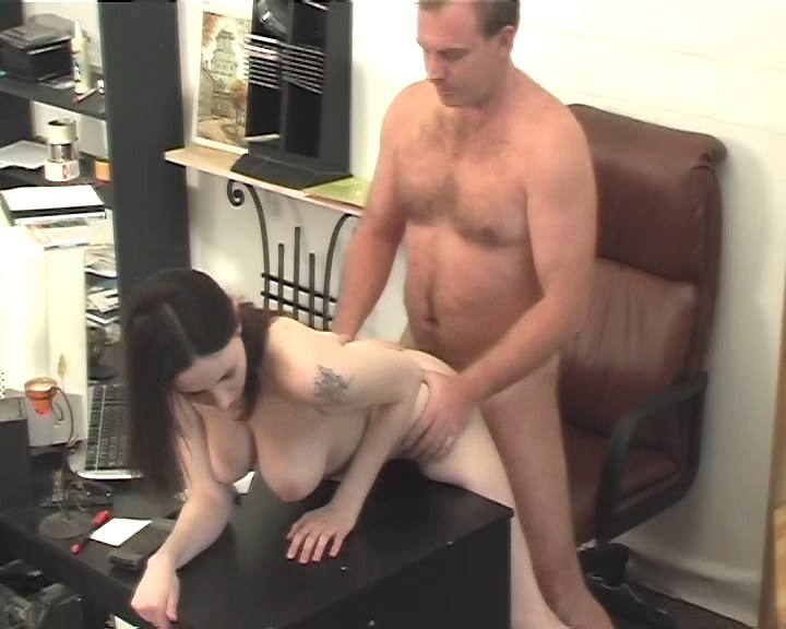 Boss feeding his cock to a slutty secretary