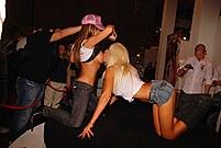 Outdoor pics of girls with denim anus